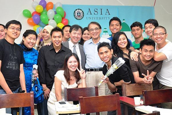 Hàng năm, đại học Á Châu thu hút nhiều sinh viên quốc tế đến học tập và làm việc